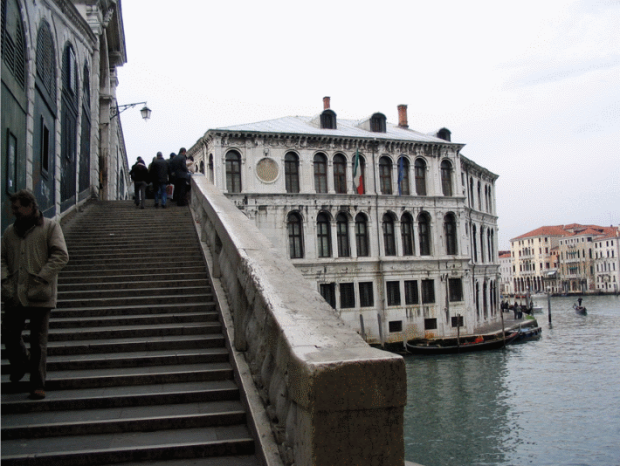 The external façade of the Rialto Bridge