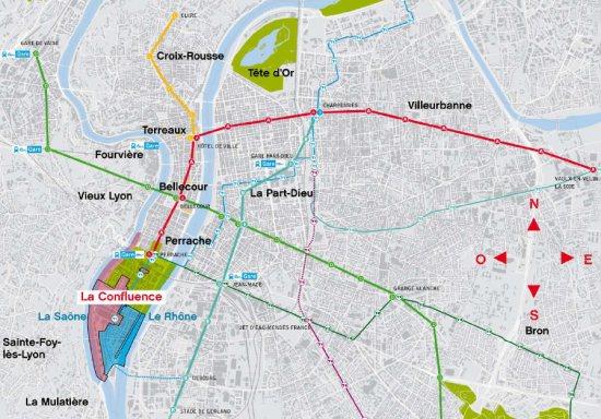 Water (4) Lyon Confluence | metrhispanic