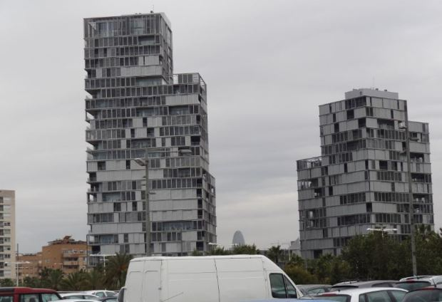 Residential towers near Diagonal Mar in Barcelona, FAR 1,7 on cadastral parcel