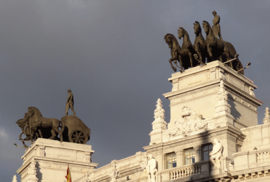 Details on calle de Alcalá. A former bank headquarters