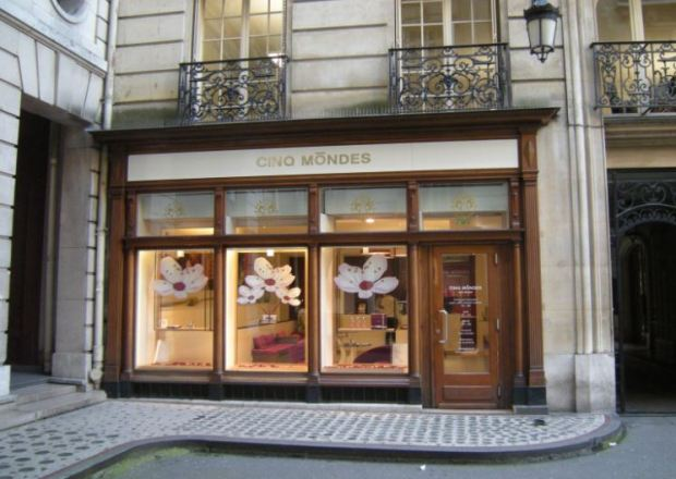 A body care shop in Paris, near the Passage de l'Olympia